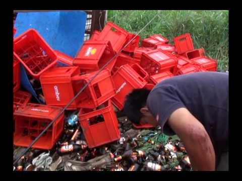 Camión cargado de cajas de cerveza se despista en Picota