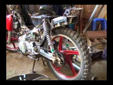 Intervienen joven con gran cantidad de accesorios de motos