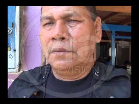 Comerciantes de mercado agreden y secuestran a policía municipal