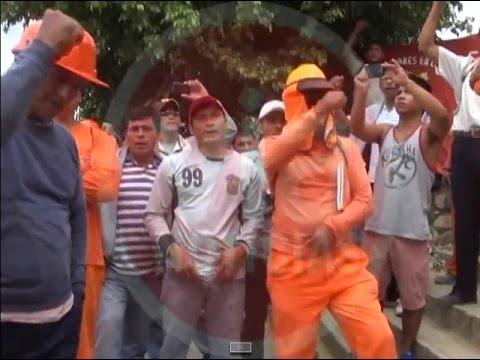 Obreros de construcción civil realizan plantón frente a la I.E Tarapoto