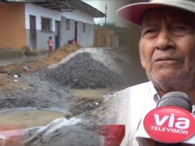 Vecinos del jirón Bolognesi  muestran su malestar por retraso de obra