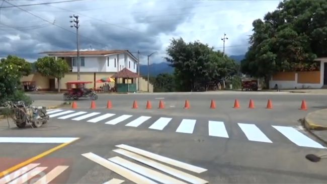 Pintan señalización en calles  frente al hospital MINSA