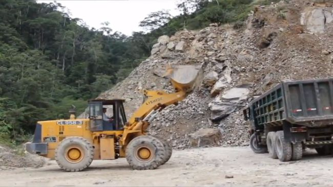 Continúan explotando cantera de piedra caliza en carretera Shapaja – Chazuta