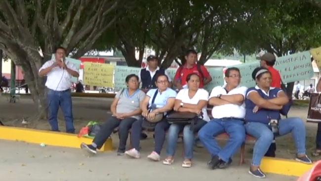 Trabajadores de la FENUTSSA protestan durante inauguración de hospital