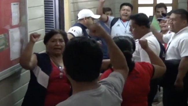Sindicalistas del sector salud protestan por concurso de personal contratado