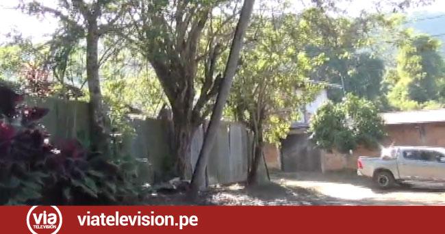 Poste de madera a punto de colapsar  causa alarma en vecinos de Villa Autónoma