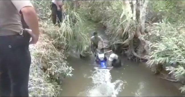 Joven mecánico muere tras despistar su motocicleta y caer en un canal de riego