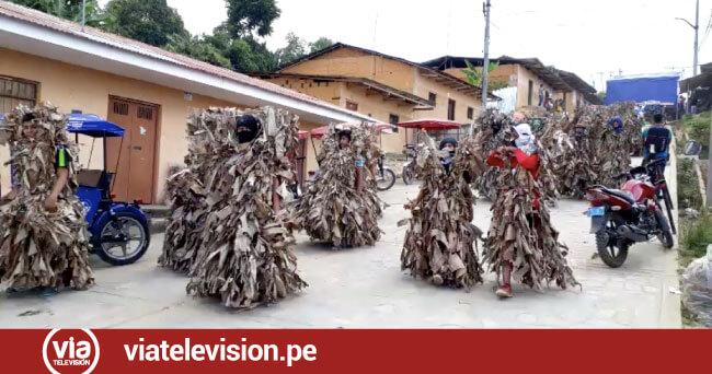 """Singular danza de la """"Carachupeada"""" en el barrio Wayku"""