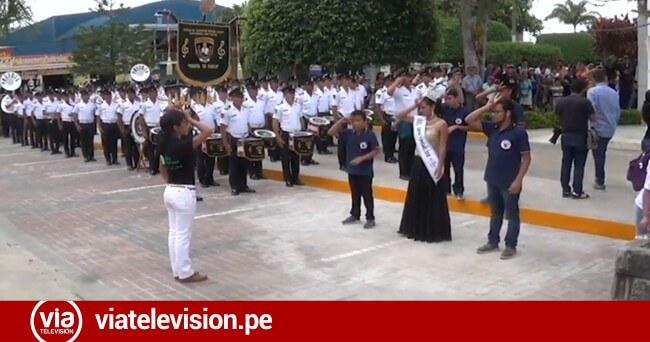 Jóvenes sordomudos interpretan con lenguaje de señas el Himno Nacional del Perú