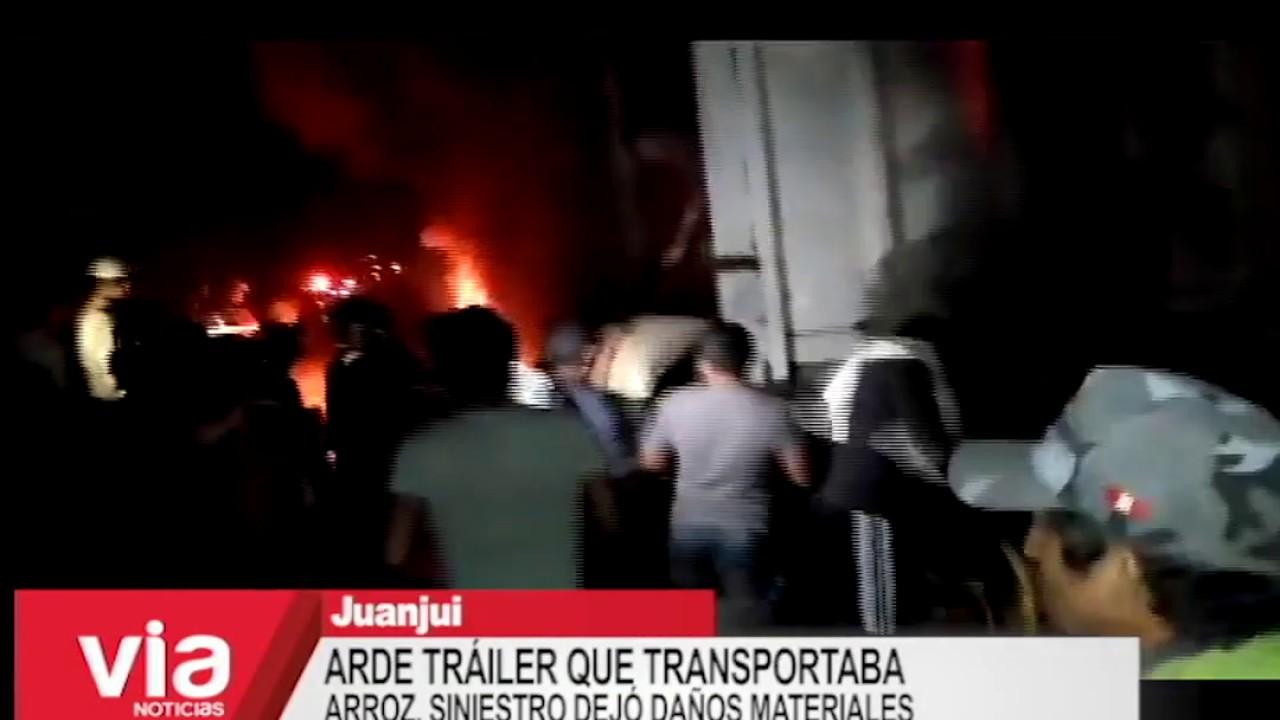 Arde tráiler que transportaba sacos de arroz, siniestro dejó daños materiales