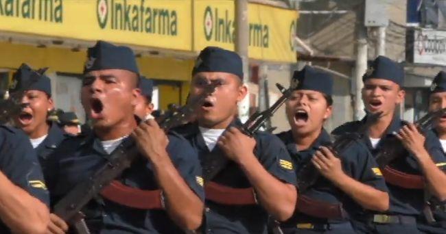 Ceremonia en la plaza de Tarapoto cargo de la región Policial