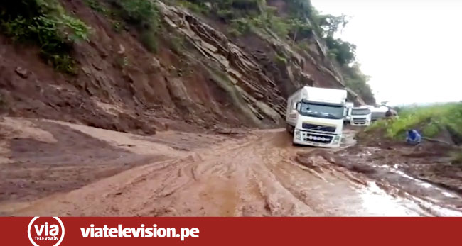 Derrumbe de cerro bloquea  carretera Juanjui – Tocache