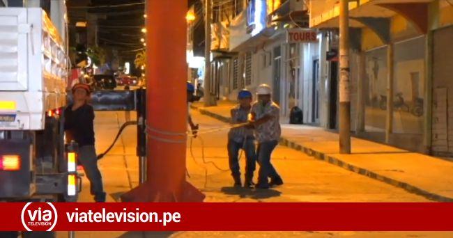 Desmontan base para panel publicitario en la plaza de Tarapoto