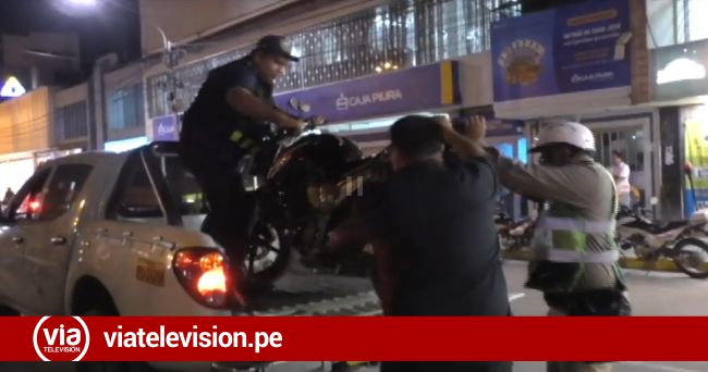 Policía de tránsito intervienen a decenas de vehículos en operativo en la plaza