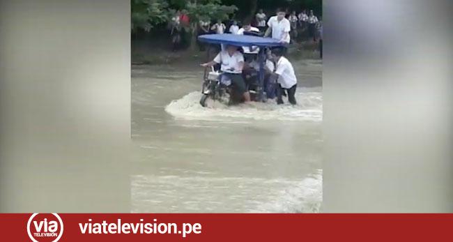 Alumnos de Bello Horizonte arriesgan sus vidas al cruzar aguas de quebrada