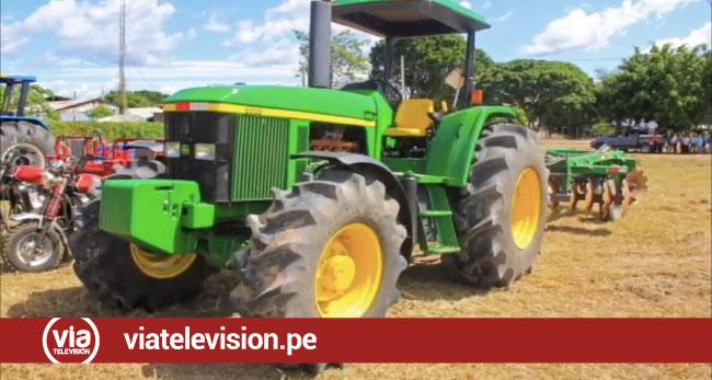 Entregan tractores y otros bienes a organizaciones de maíz amarillo duro de San Martín