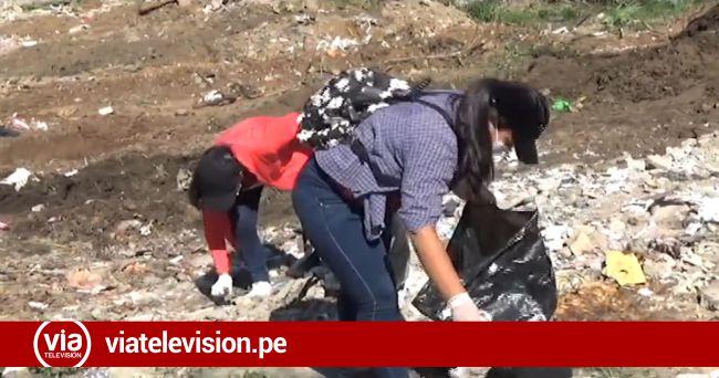 Alumnos de la UPeU realizan jornada de limpieza como parte de sus actividades de aniversario