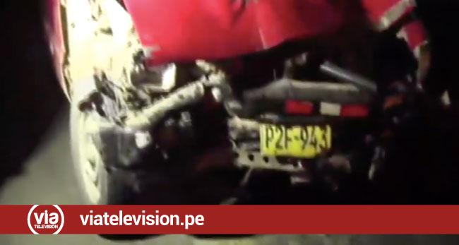 Choque de camioneta contra furgoneta y mototaxi deja dos heridos