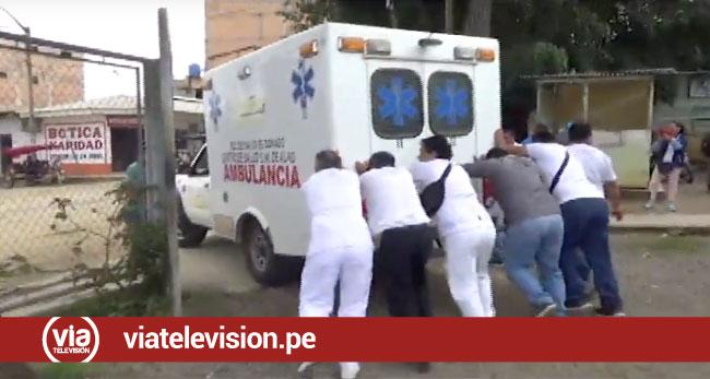 Personal de salud tuvo que empujar ambulancia para atender emergencias