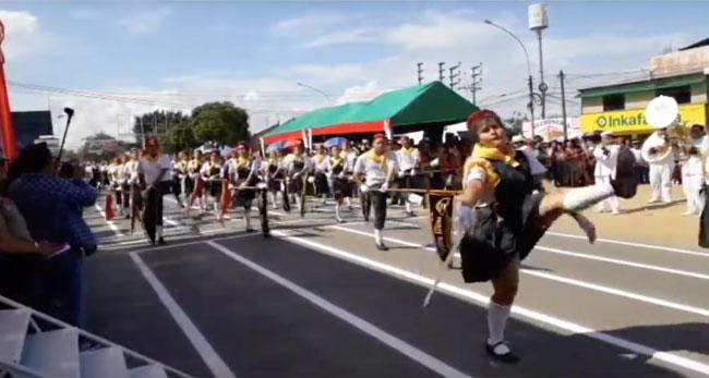 Destacan participación en desfiles de II.EE. y padres de familia