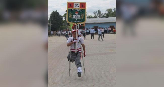 San Hilarión: niño con discapacidad causa sensación en desfile escolar