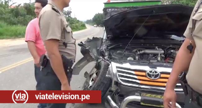 Accidente de tránsito entre camión y camioneta deja daños materiales