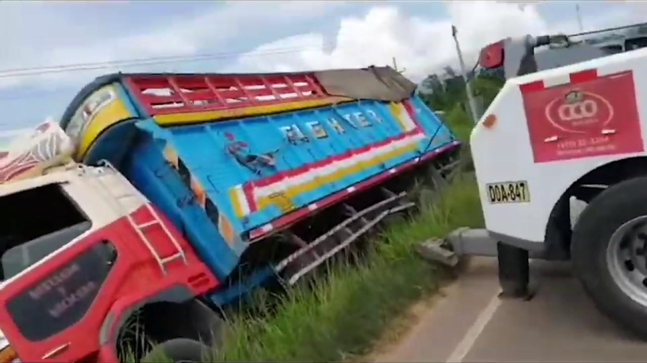 Despiste de camión en la carretera Fernando Belaunde Terry deja una persona herida