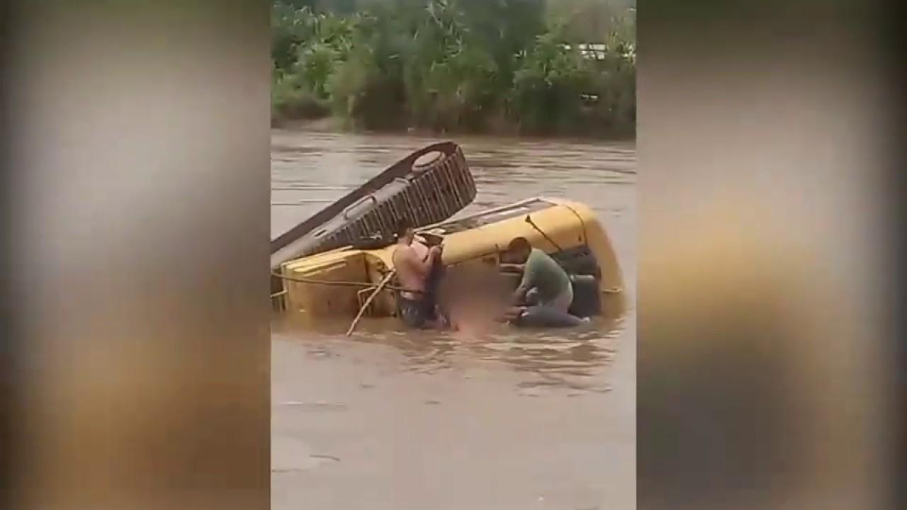 Maquinista muere ahogado tras hundirse su retroexcavadora en el río Mayo