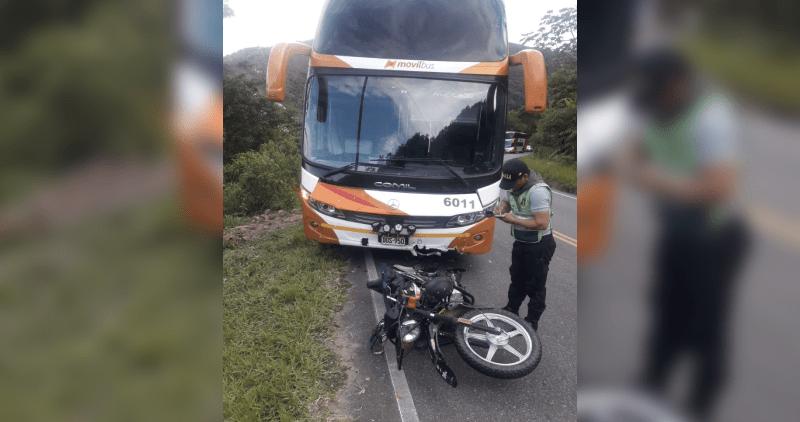 Tabalosos: choque de ómnibus y motocicleta deja un muerto y un herido