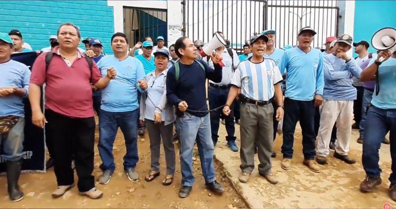 Trabajadores se encadenan exigiendo cumplimiento de laudo arbitral