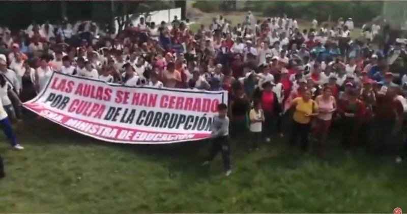 Padres de familia del colegio Abrahán Cárdenas de declaran en rebeldía civil