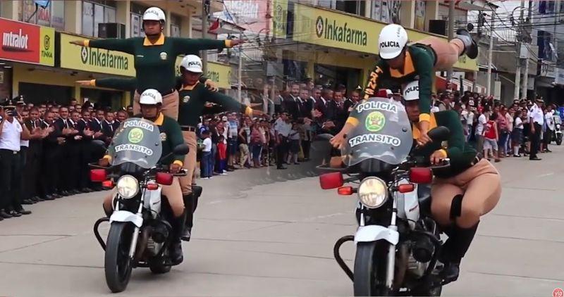 Tarapoto: Policías realizan acrobacias en el día central de su aniversario