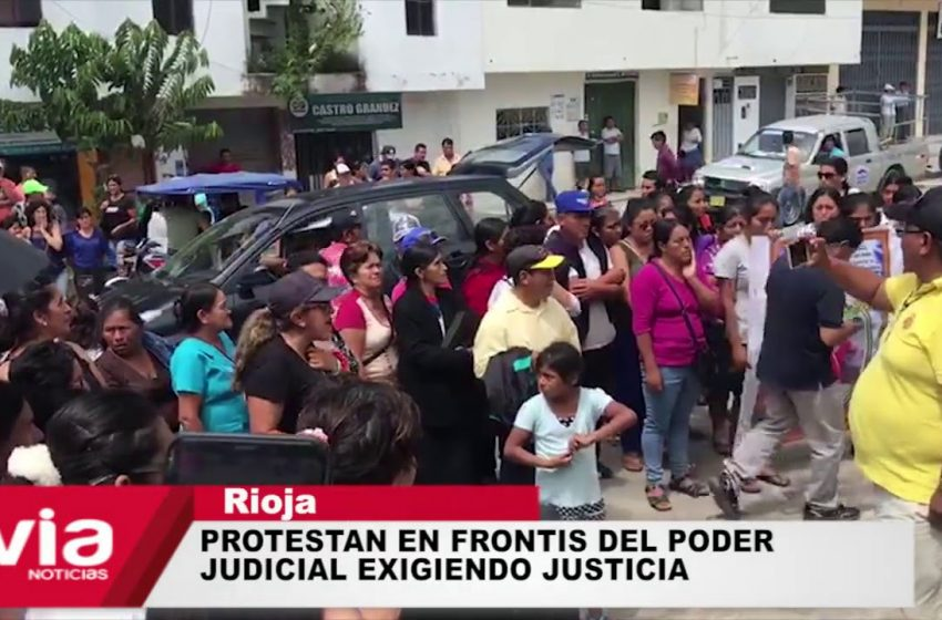 Rioja: protestan en frontis del Poder Judicial exigiendo justicia