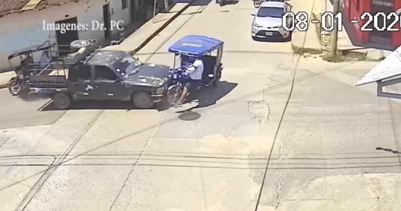 Tarapoto: choque entre camioneta y motocar deja un herido