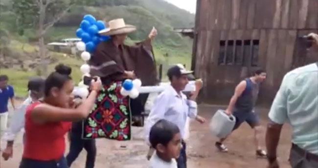 Lamas: pasean en andas al alcalde del distrito de Alonso de Alvarado Roque