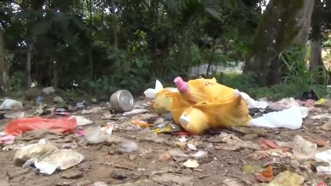 Basura acumulada genera malestar en  vecinos de la parte alta del distrito badino