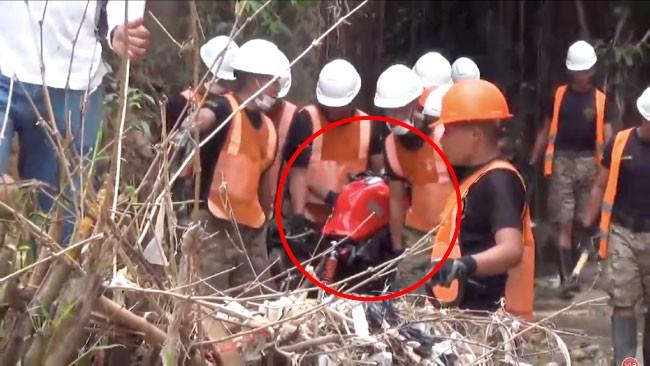 Morales: encuentran motocicleta sepultada en quebrada Amorarca