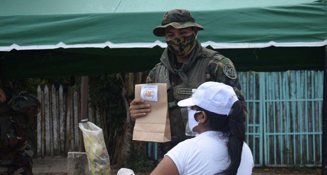 Grupo Don Pollo reparte mascarillas y loncheras a nuestros 'Héroes de las calles'