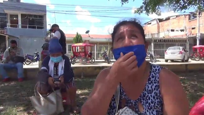 Familiares de pacientes covid solicitan apoyo con carpas para pernoctar