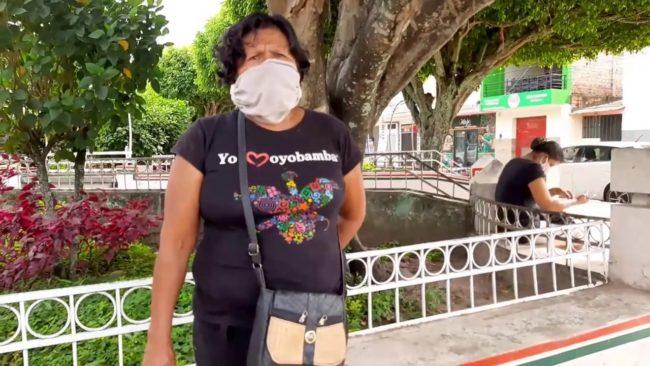 Mujer sin trabajo recibe ayuda para su nieto con parálisis