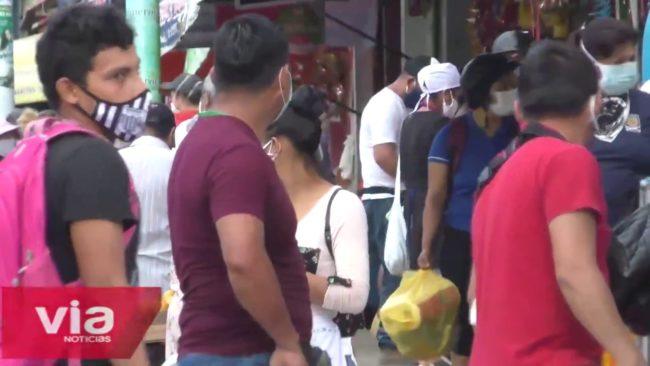 Exhortan a comerciantes y compradores a cumplir distanciamiento social