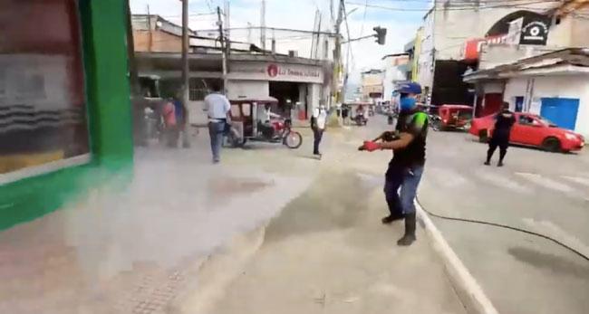 Tarapoto: desinfectan calles frente los hospitales MINSA y EsSalud