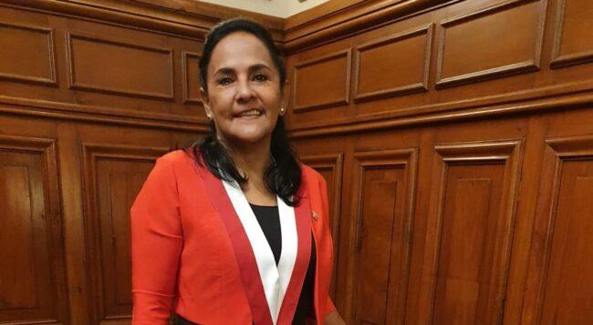 Robertina Santillana vota favor de eliminar la Inmunidad Parlamentaria y el Impedimento de postulación de sentenciados
