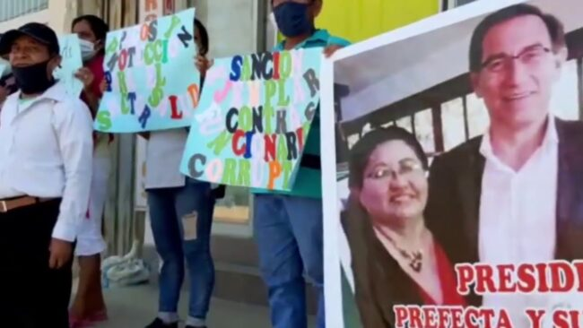 Frecides participa en plantón denunciando presuntos actos de corrupción
