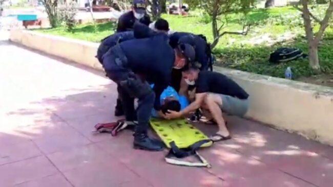 Hombre se desvanece en Plaza de Tarapoto