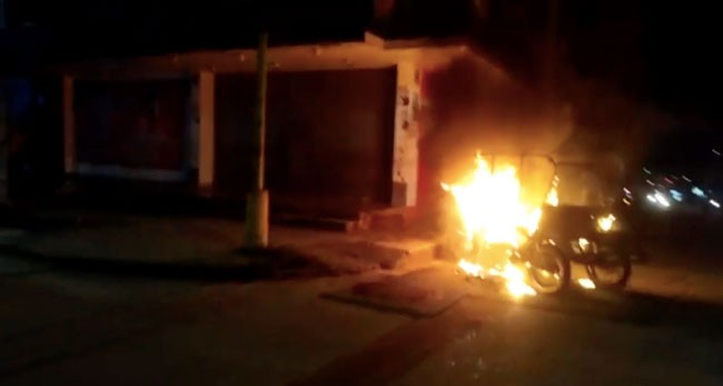 Incendio de vehículos causa alarma en moradores de Yurimaguas