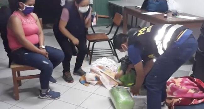 Detienen a mujer transportando  10 kilos de pasta básica de cocaína