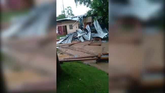 Fuertes vientos afectan decenas de viviendas en Yurimaguas