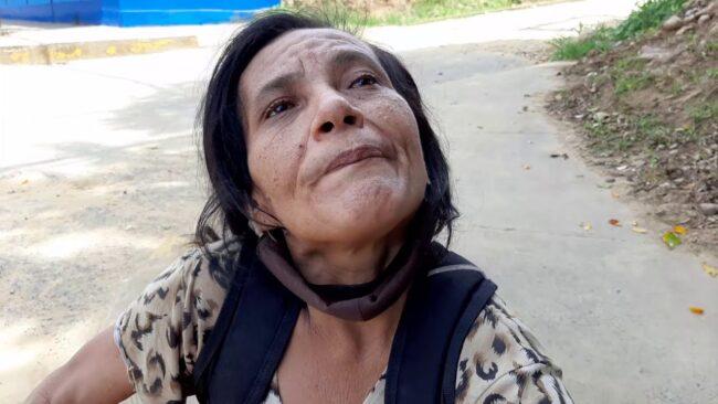 Brindan apoyo a madre de familia que  hace días sufrió descompensación en vía pública