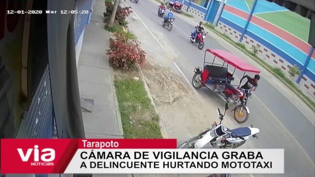 Cámara de vigilancia graba a  delincuente hurtando mototaxi